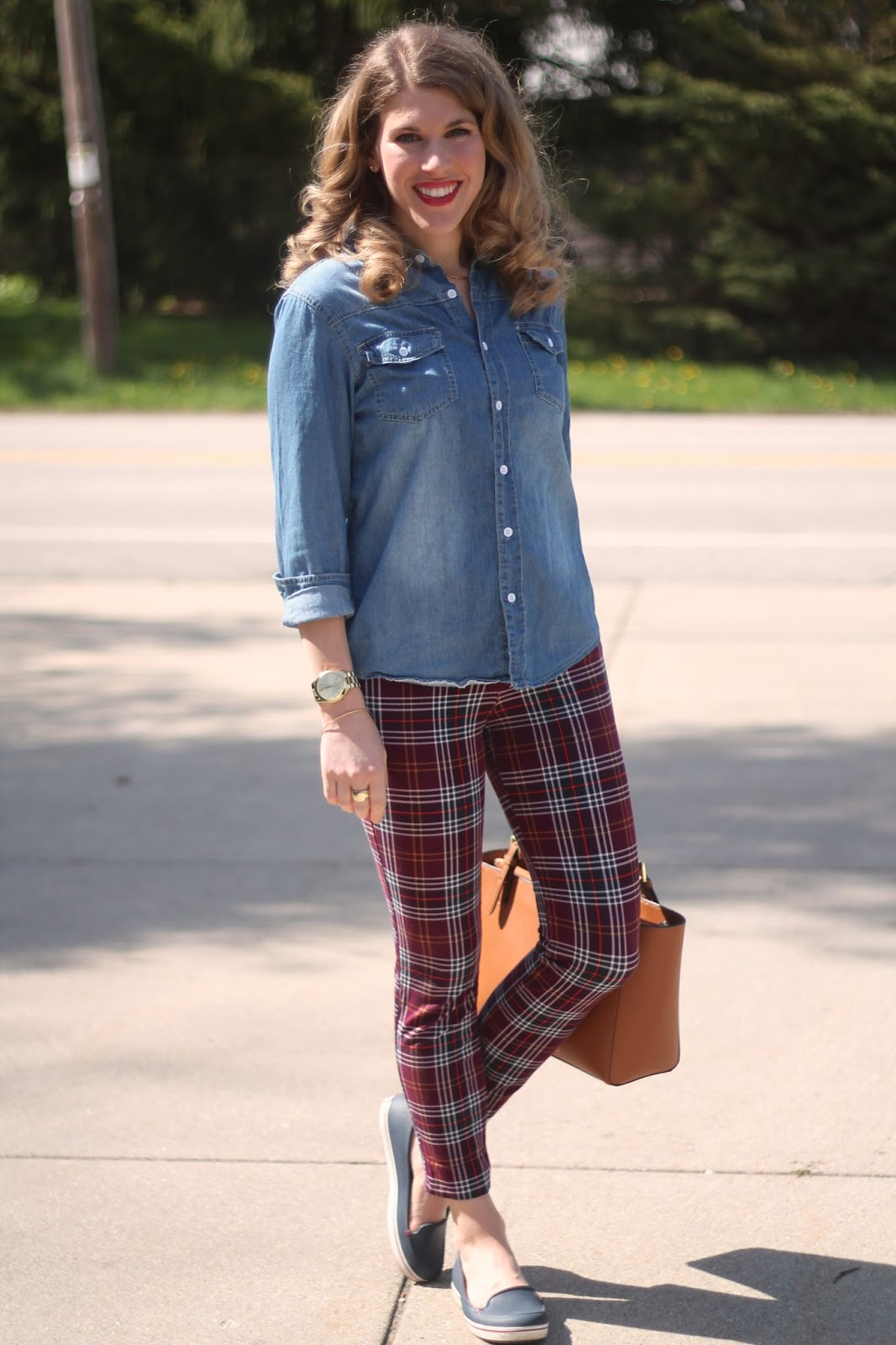 chambray, Old Navy plaid pixie pants, Tory Burch tote, plaid pants remix, how to wear plaid pants