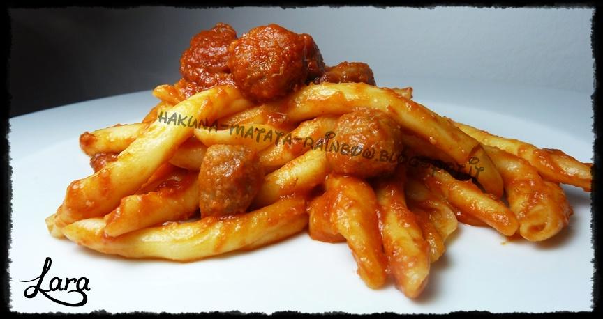 http://cucinaconlara.blogspot.it/2014/04/scilatelle-con-polpette-e-sugo-piccante.html