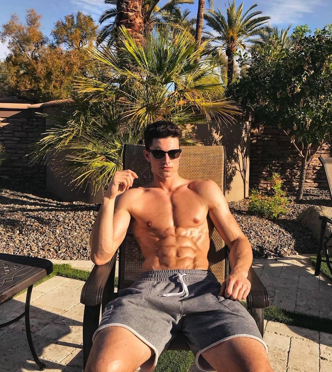 hot-bad-boys-sunglasses-ripped-sixpack-abs-tanning-cocky-male-model