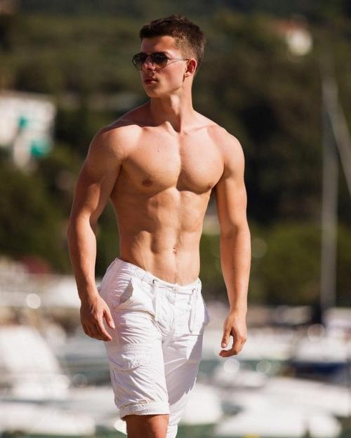 young-attractive-fit-guys-with-amazing-bare-chest-summer-bodies
