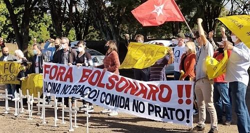 """Campo Mourão: Manifestantes pedem """"vacina no braço"""" e """"comida no prato"""""""