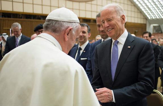 Paus Fransiskus Memberi Selamat kepada Joe Biden Lewat Telepon