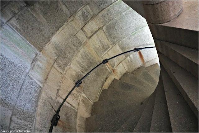Escaleras del Fuerte Fort Popham en Phippsburg, Maine