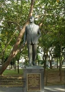 Dünyada Yaşayan Atatürk Anıları Anıtları Üstüne