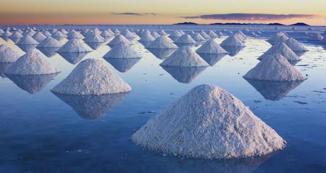 Longgokan garam di Salar De Uyuni, Bolivia