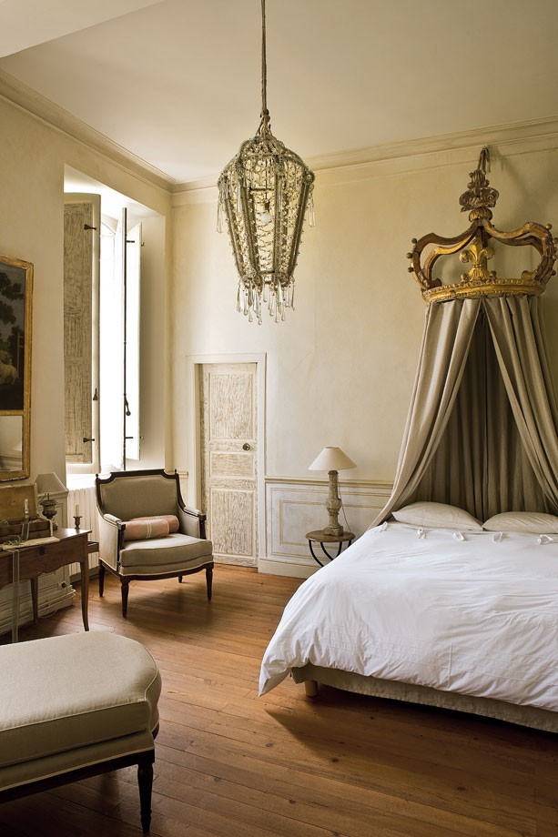 NEUTRAL HEAVEN - Interior Design and Mood Creation: French Style Canopy beds