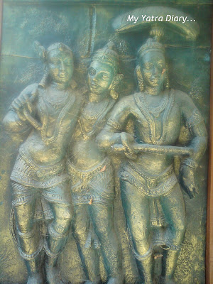 Brass statuettes in the Sri Sri Ravishankar Ashram in Rishikesh