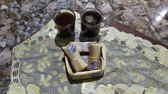 Menyeduh kopi Pringgading Purbalingga