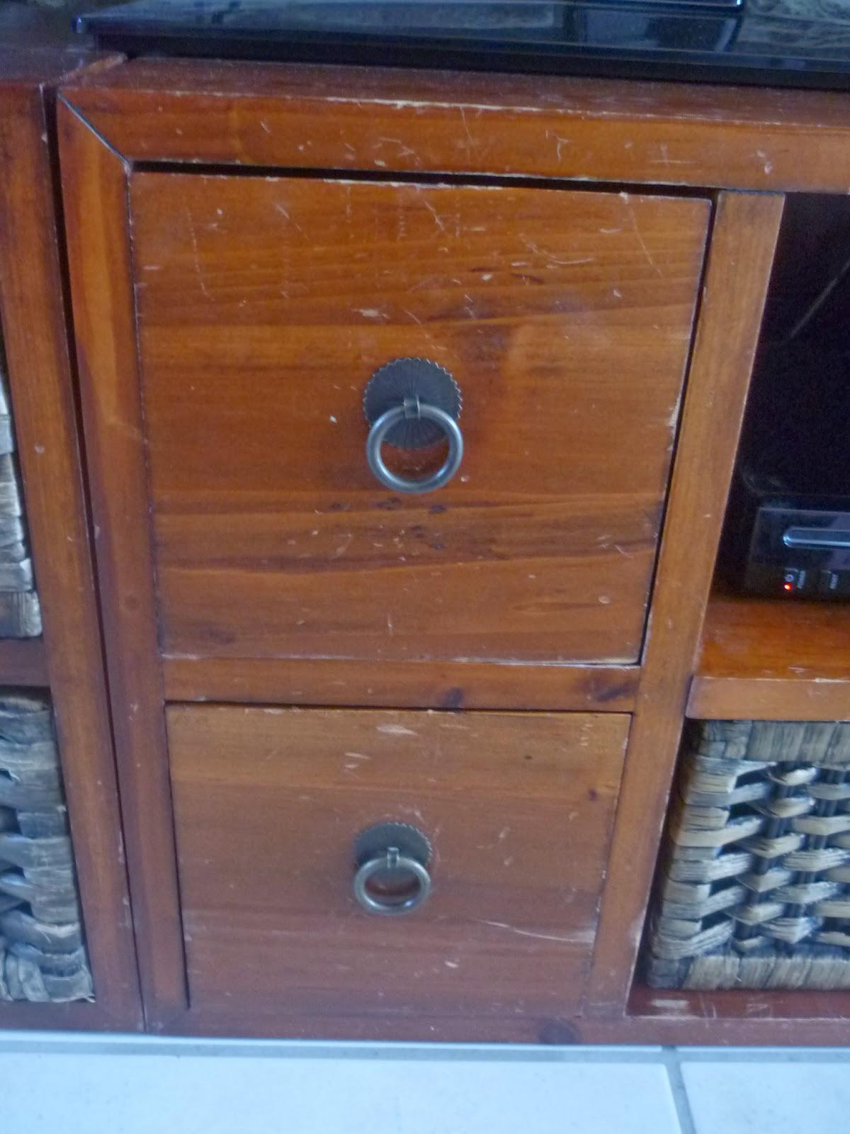 deco relook enlever les rayures sur un meuble en bois. Black Bedroom Furniture Sets. Home Design Ideas
