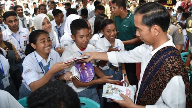 Tak Mau Sepeda, Siswi SD di Kupang Malah Minta Ini ke Jokowi