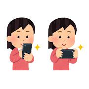 スマートフォンで写真を撮る人のイラスト(女性)