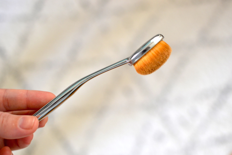 brosse pinceau maquillage ovale