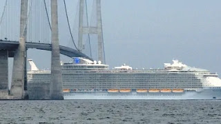The Largest Cruise Ships That Cross the Tightest Canals and Tallest Bridges