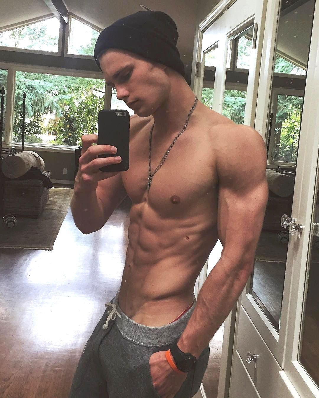 fit-muscle-dude-shirtless-body-shameless-selfie