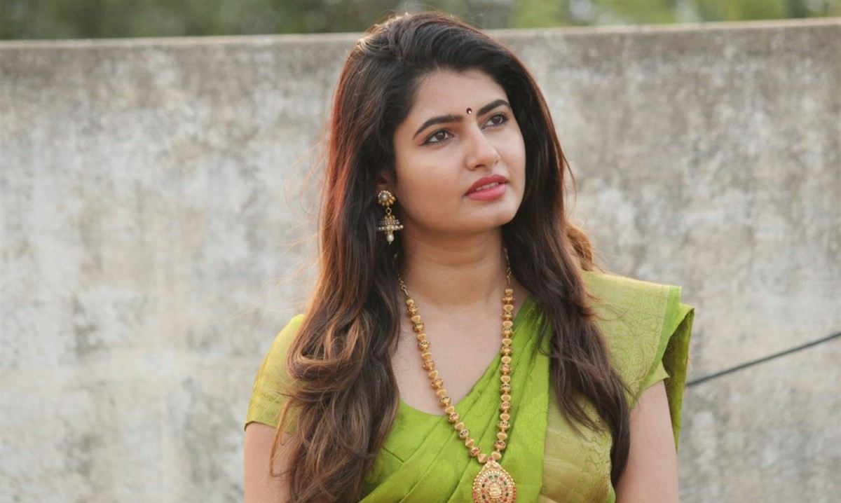 Model Ashima Narwal Photos In Green Saree