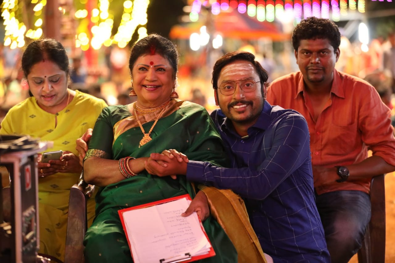 mookuthi amman movie stills