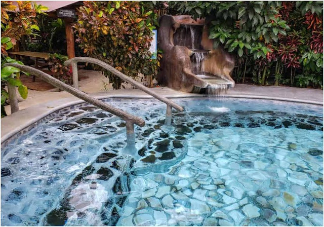 What's the cheapest hot springs resort in La Fortuna, Costa Rica?