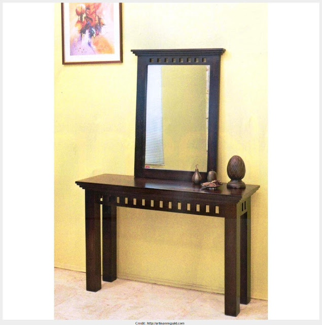 Must see table with mirror Graphic
