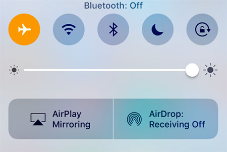 Mengaktifkan mode Pesawat (Airplane Mode) di iPhone