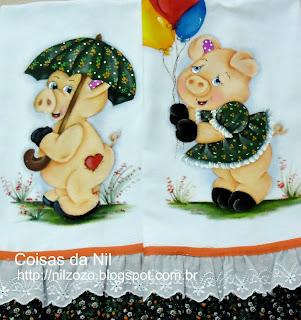 panos de prato com pintura de porquinhas e barrado de tecido