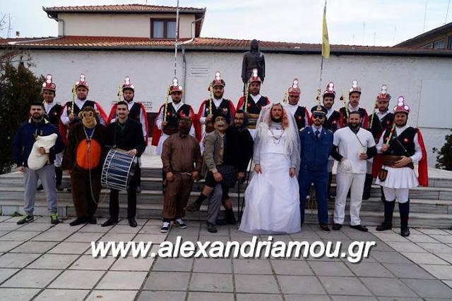 Οι Μωμόγεροι από την Αλεξάνδρεια αναβιώνουν το δρώμενο στο Ριζό Σκύδρας