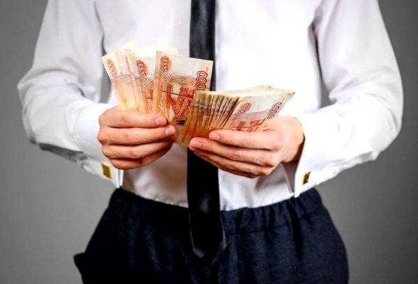 Во что инвестировать накопленные российские деньги в 2021 году
