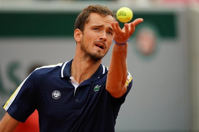 Daniil Medveedev vence pela terceira vez seguida em Roland Garros