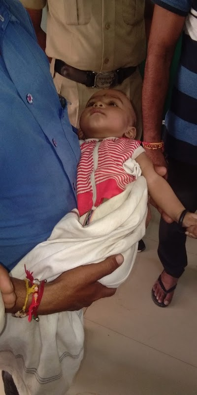 शर्मशार: यात्री प्रतीक्षालय में मिली 5 माह की नवजात बच्ची ,चाइल्ड लाइन को किया सुपुर्द | Bairad News