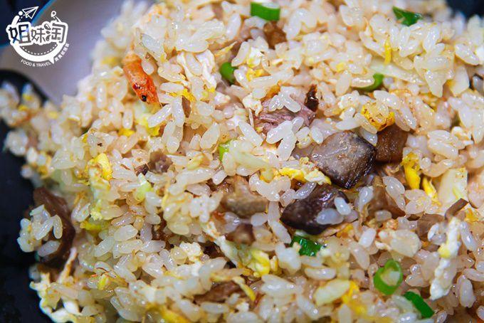 50多種炒飯口味任你選,東港三寶來的排隊美食,黑鮪魚炒飯口感豐富又鮮甜-阿成炒飯專賣店