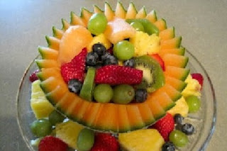 https://www.funfoodguide.com/2012/05/simple-fruit-salad-centerpiece.html