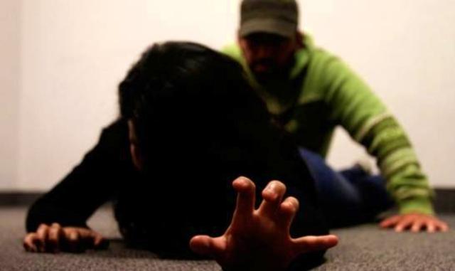 Ladrón viola abogada dentro de su casa en Baní