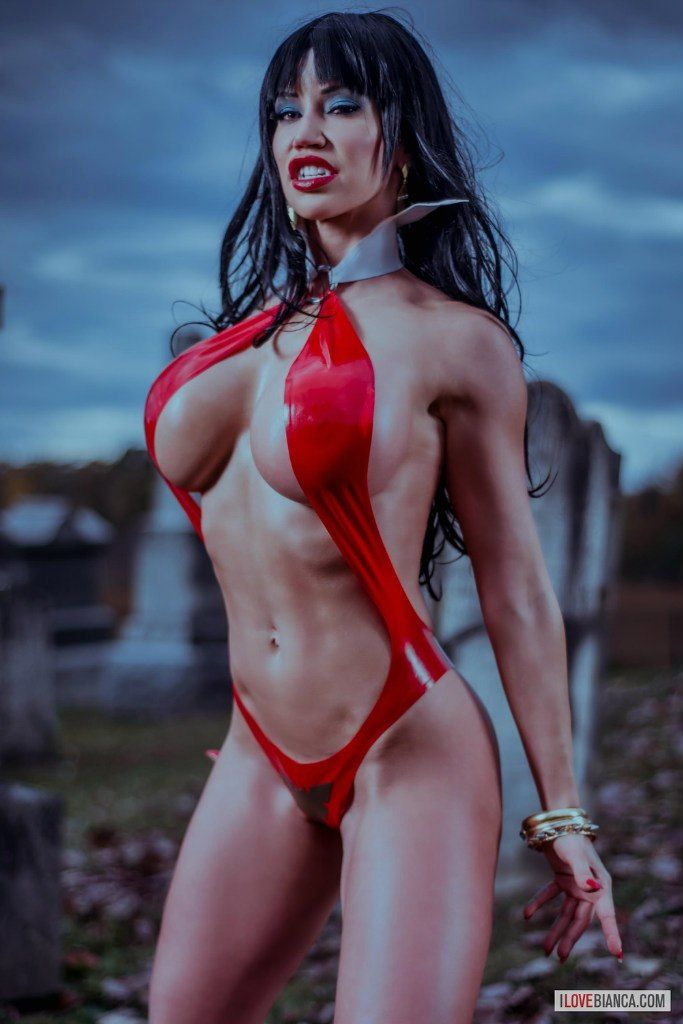 Cosplay Vampirella by Bianca Beauchamp