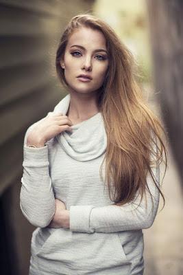 RAmbut pirang manis dan seksi model cantik