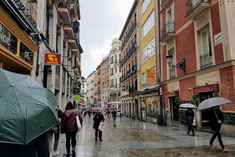 陰雨天的馬德里街頭