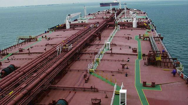 Ακυβέρνητο δεξαμενόπλοιο με 2.594 τόνους λιπαντικών στον Αργοσαρωνικό
