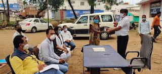 पशुओं का टीकाकरण करने अधिकारी ने दिए निर्देश