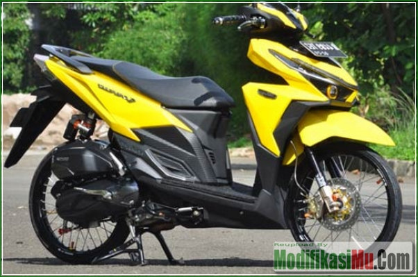 Hasil Modifikasi Putih dan Kuning - Modifikasi Honda All New Vario 150 eSP Pelek Jari Jari Ring 17 Gaya Thailook