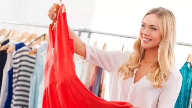 Sokan vannak, akik anélkül veszik fel frissen vásárolt ruháikat, hogy előtte kimosnák azokat: ez azonban nagy hiba