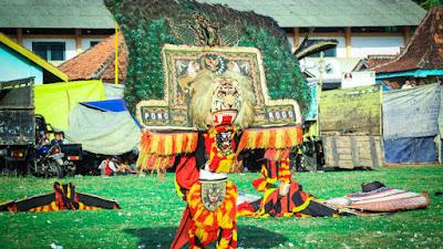 Pertunjukan Topeng Raksasa Reog Ponorogo Disaksikan Ribuan Penonton