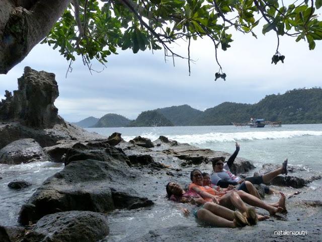 bermain ombak di pulau pagang