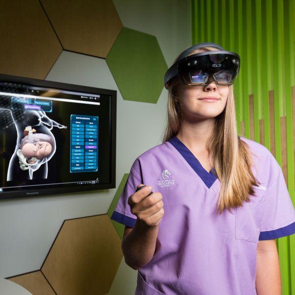 Microsoft-HoloLens-formazione-ostetriche