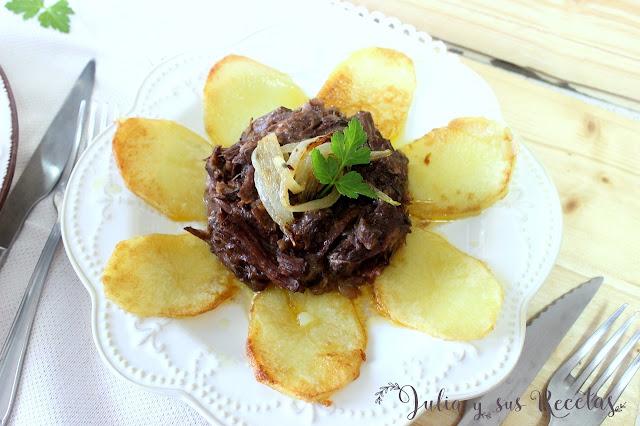Timbal de rabo de toro con patatas panadera. Julia y sus recetas