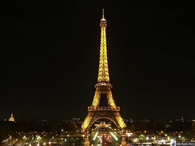 Torre Eiffel à noite - Diário de Bordo - 3 dias em Paris