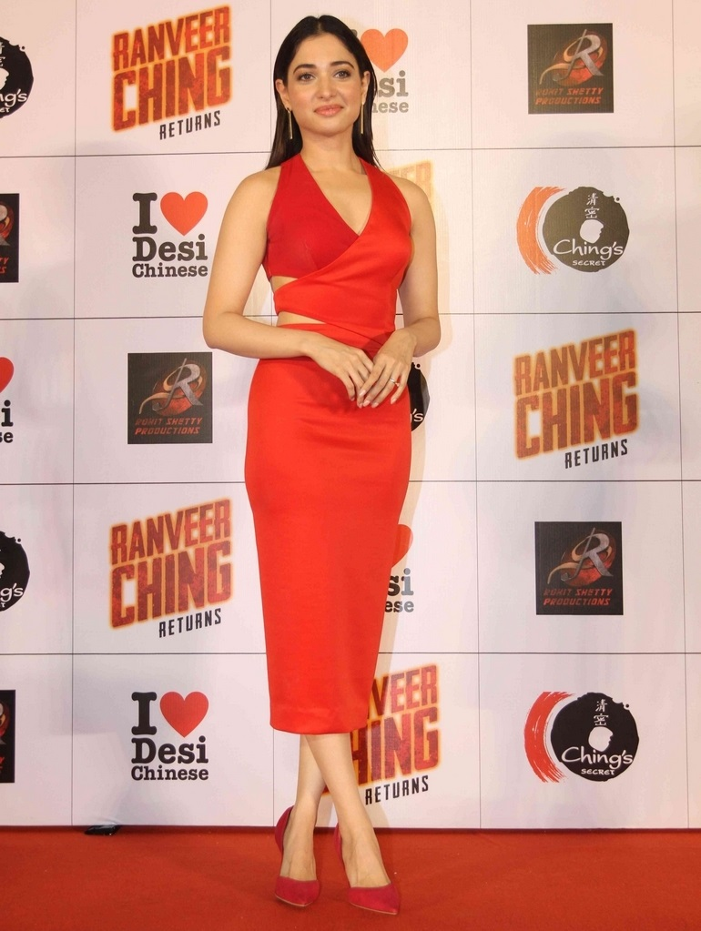Gorgeous Bollywood Girl Tamannaah Hot Legs Show In Sleeveless Red Dress