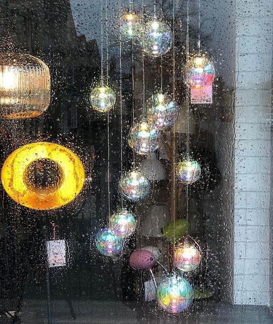 window in the rain, Witney, Chez Maximka