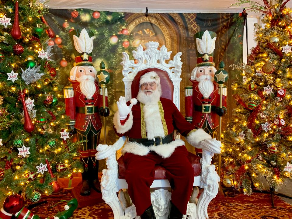 Santa photo booth at Franktown's Santa's Village #ad