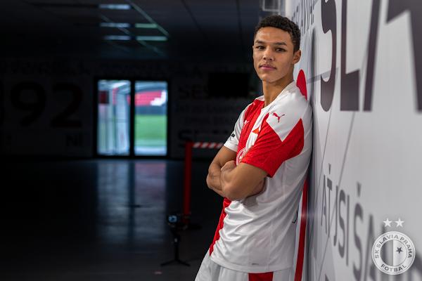 Oficial: Slavia Praga, firma Alexander Bah