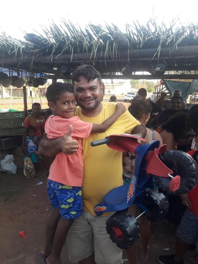 SOCIAL - Empresário Fefé Som do grupo Gentil realiza distribuição de brinquedos às crianças na Zona Rural de Caxias