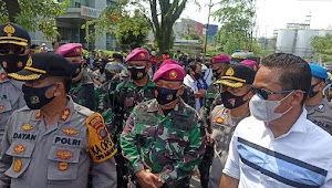 Kapolres Pelabuhan Belawan & Yon Marhanlan I Serta Kapolsek Labuhan Turut Mengamankan Aksi Unjuk Rasa di Bundaran KIM