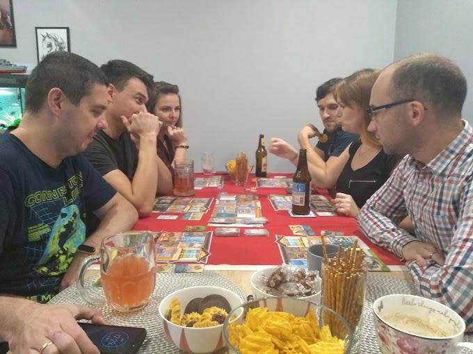 Jak grać w gry planszowe? Praktyczny poradnik organizowania wspólnej zabawy